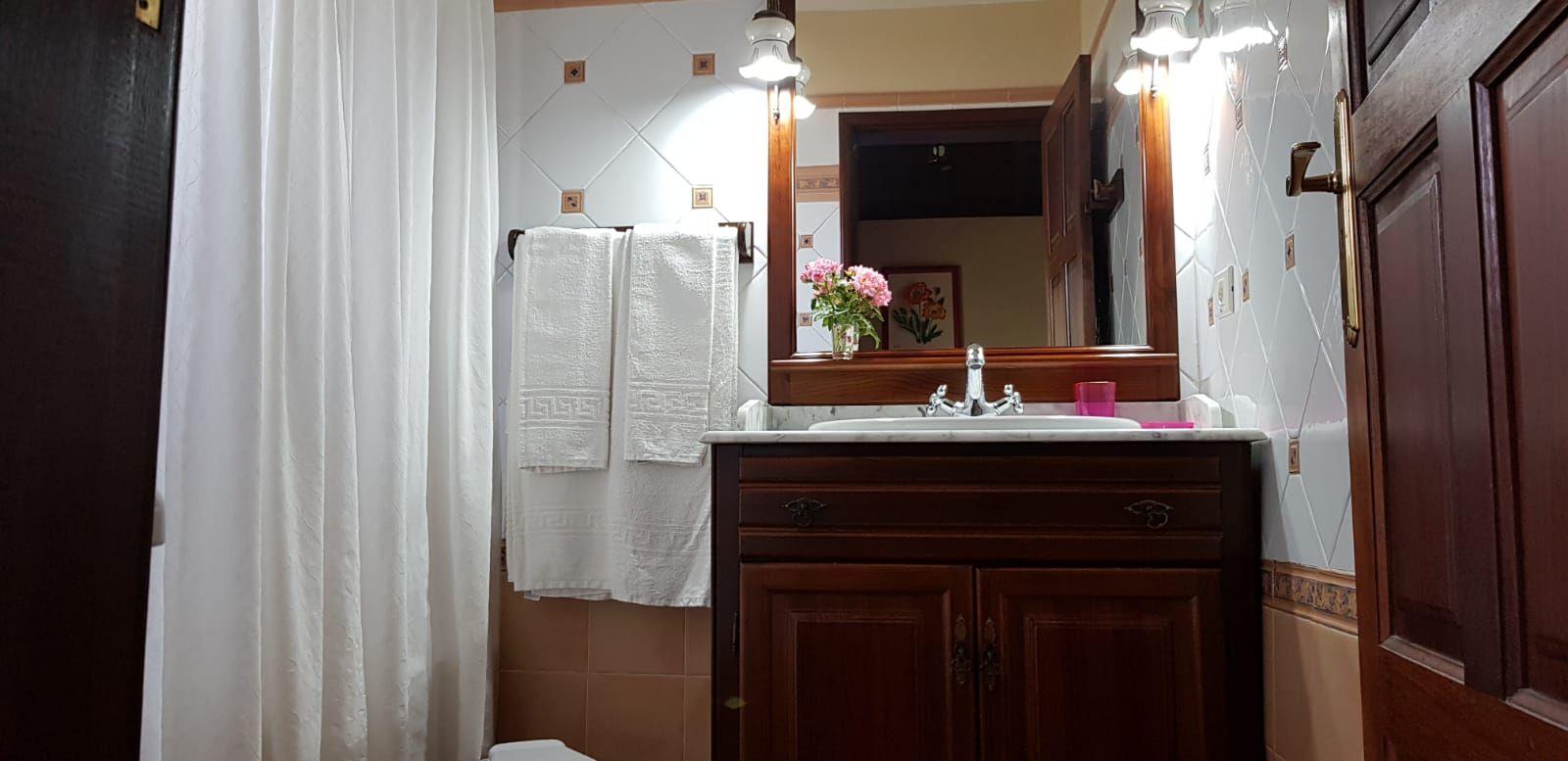 En-suite bathroom Villa Alicia