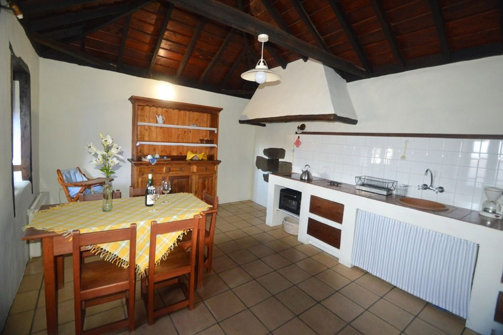 With a great farmhouse kitchen and mud oven, you can enjoy this self-catering accommodation on La Palma
