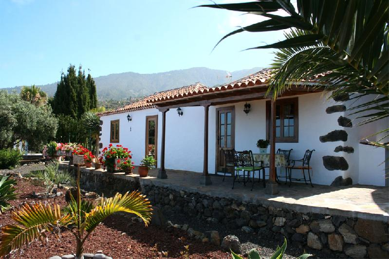 Casa Capellana villa with pool La Palma
