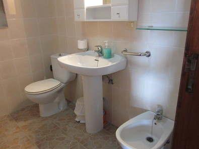 Apt Bianchi bathroom