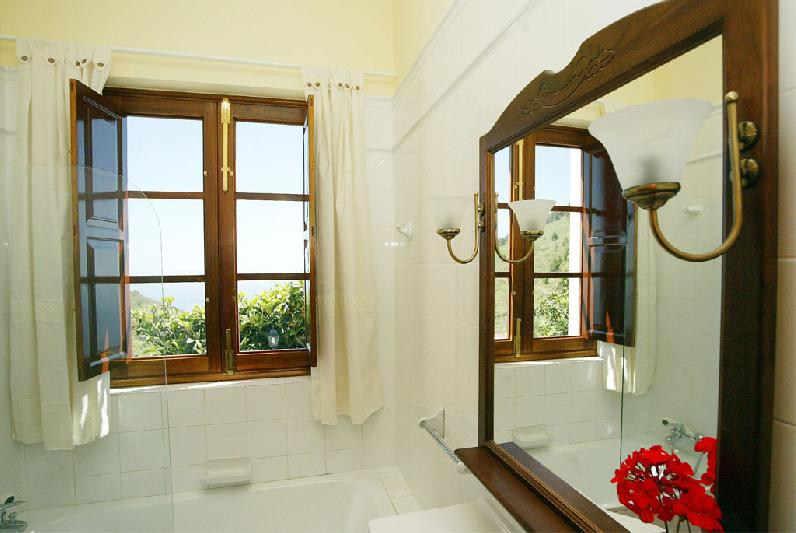 Casa Nispero bathroom