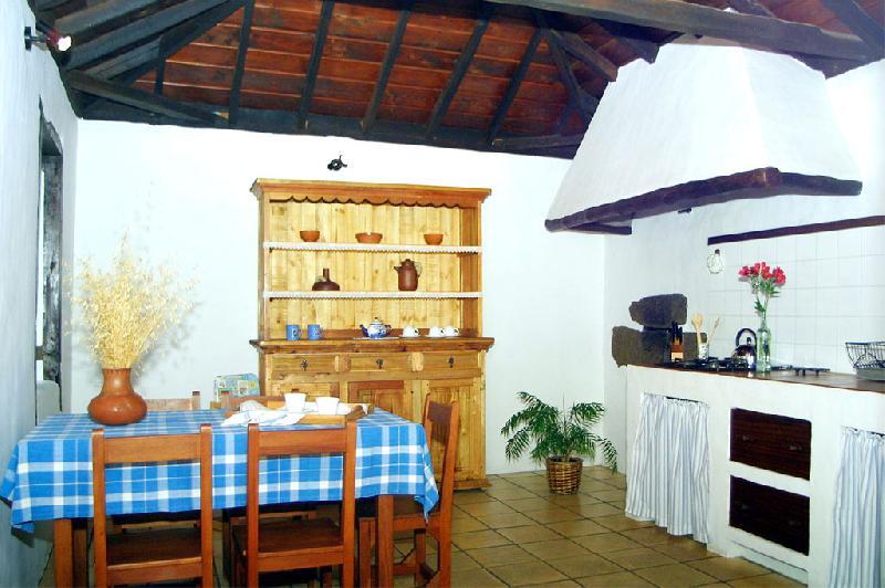 Casa La Higuerita kitchen