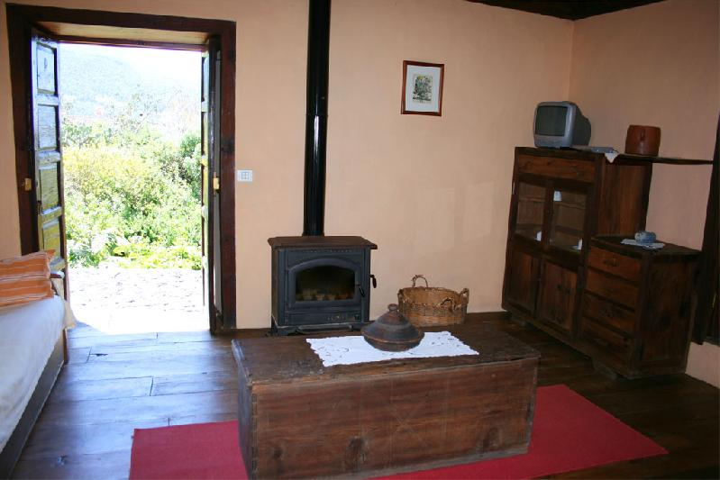 Casa La Higuerita lounge with door to garden