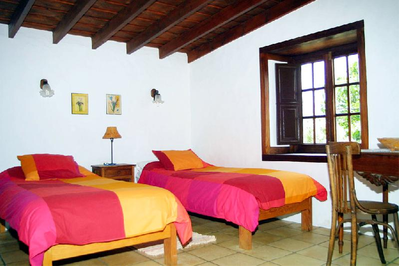 Casa La Higuerita twin bedroom