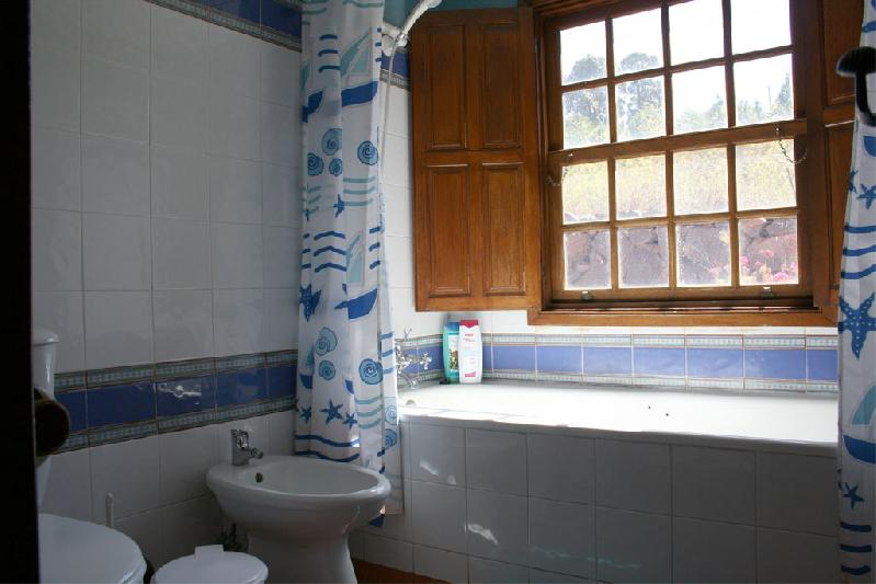 Casa El Colmenero bathroom