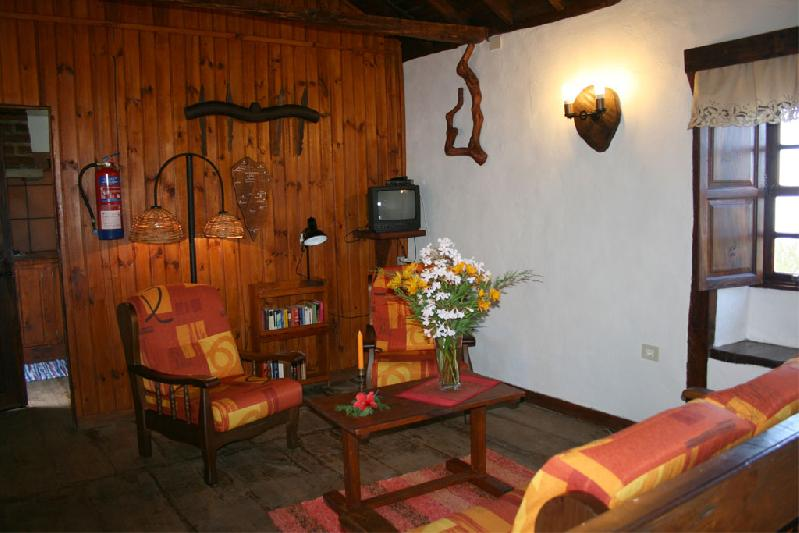 Casa Los Cardones lounge with TV
