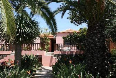 Casa Bana 2 exterior with garden