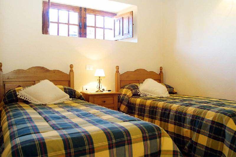 Casa Los Hondos twin bedroom