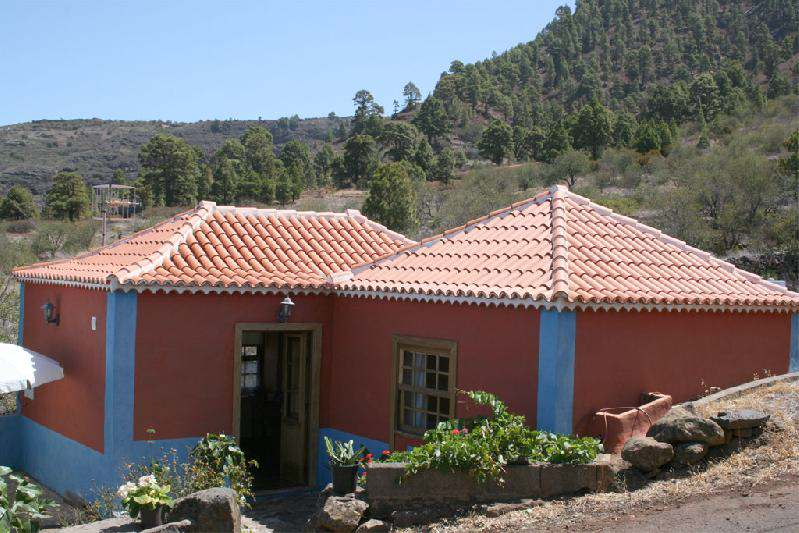 Casa Panchita exterior with mountain view