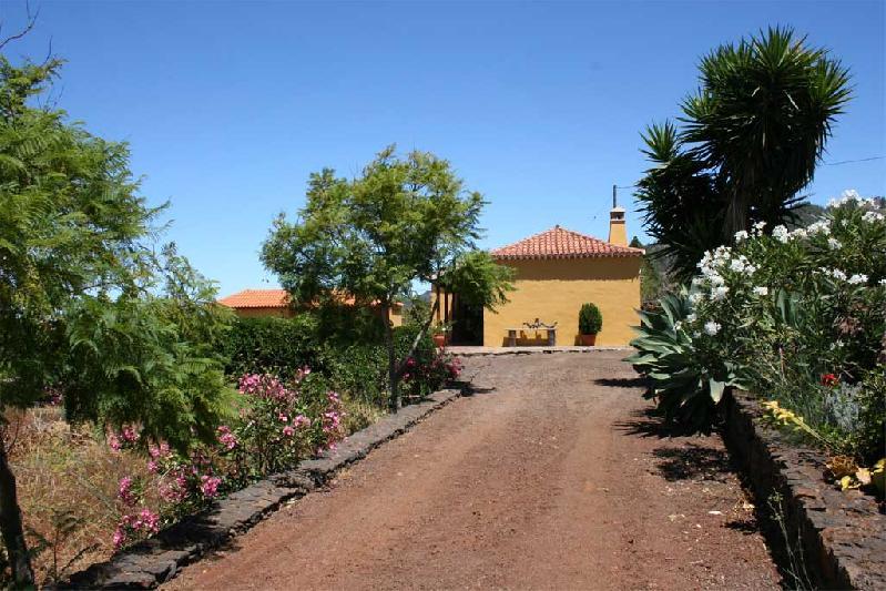 Casa La Verada driveway