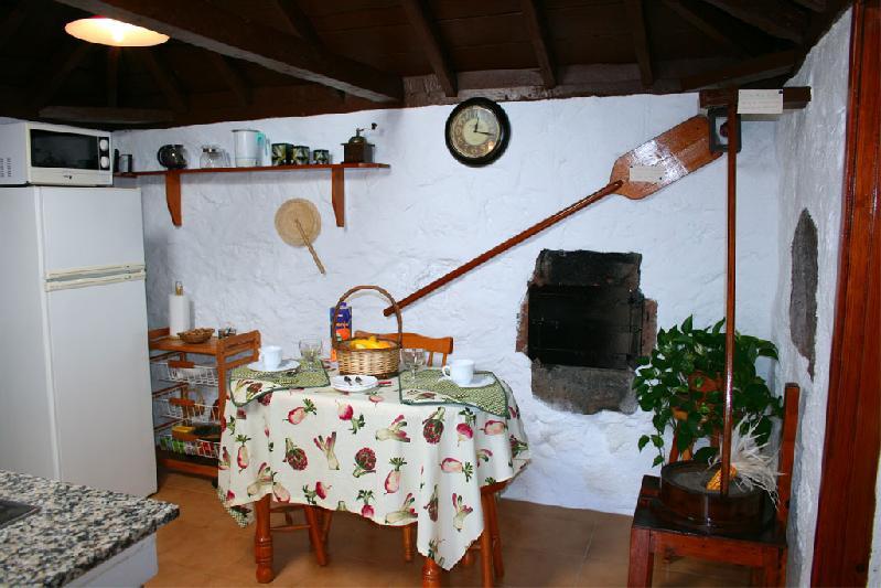 Casa sara kitchen talbe