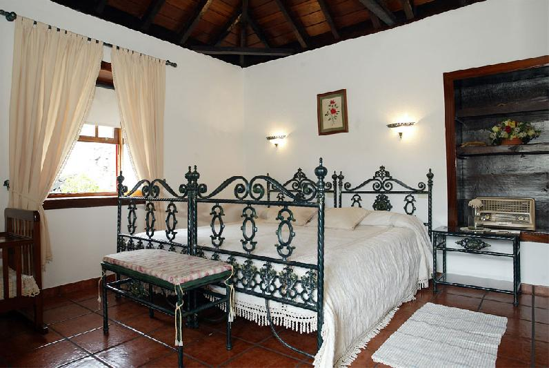 Casa Emiliana bedroom