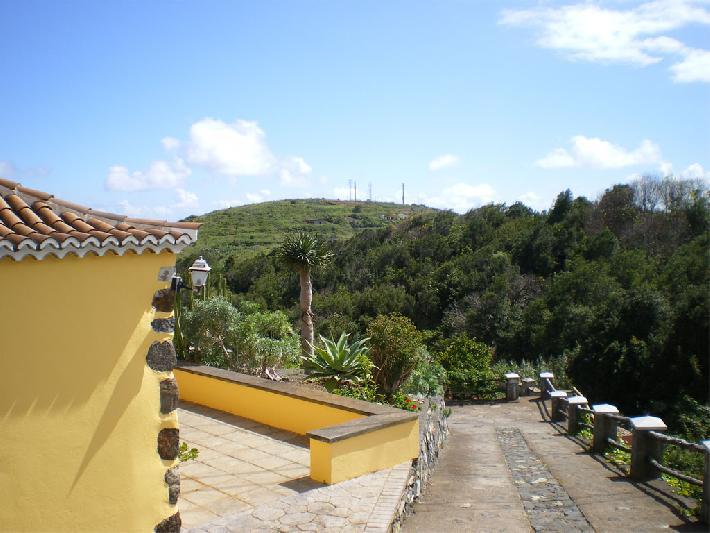 Casa Emiliana driveway
