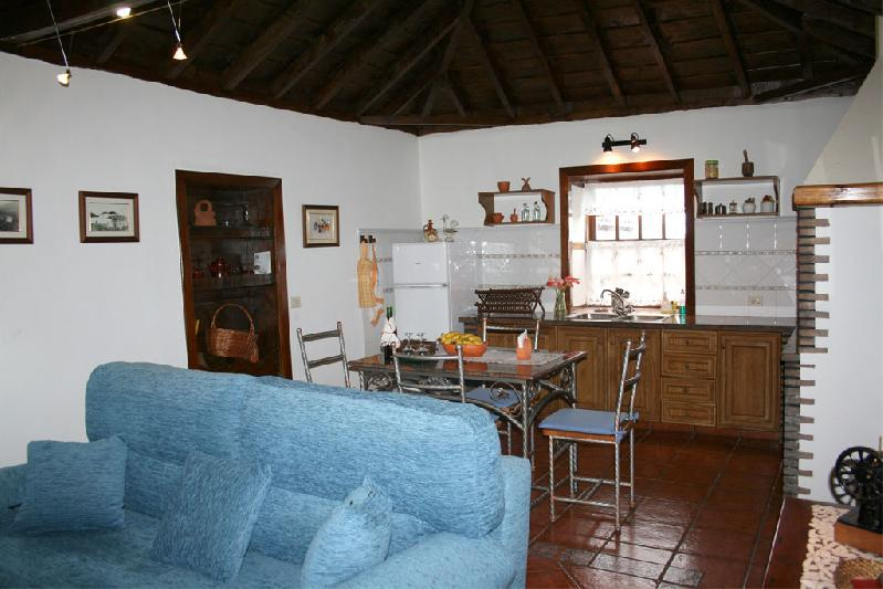 Casa Emiliana lounge with kitchen