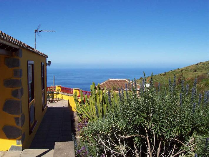Casa Emiliana side with sea view