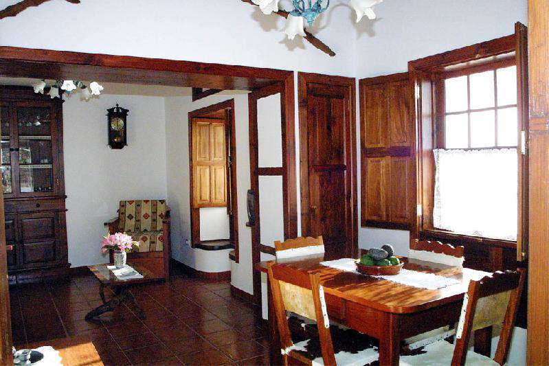 Casa Dos Aguas dining area