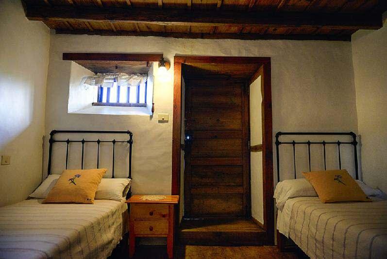 Villa Salazar twin bedroom 2
