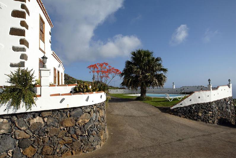 Casa Simon driveway