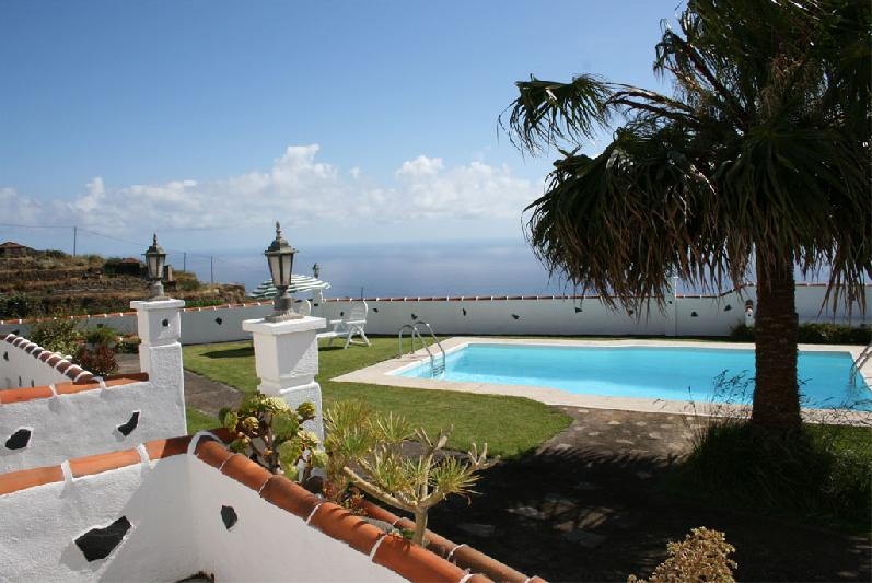 Casa Simon house pool and view