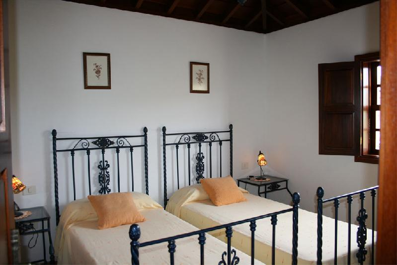 Casa Las Embelgas bedroom twin