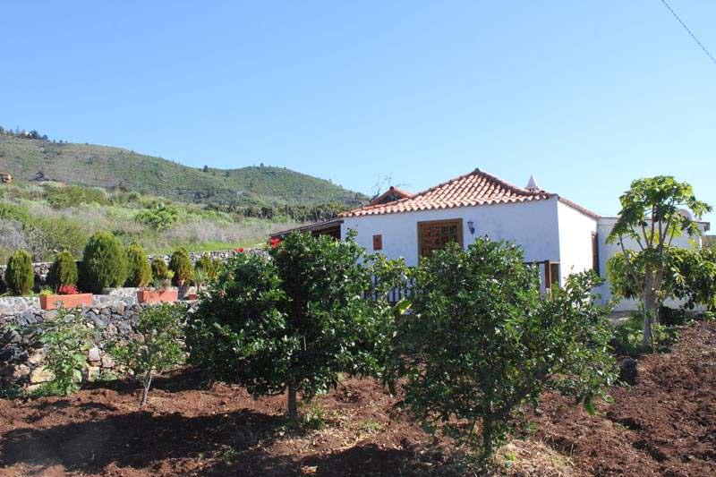 Casa Ebenezer exterior orchard