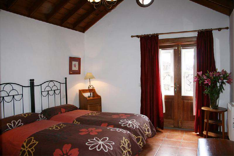 casa caldera twin bedroom