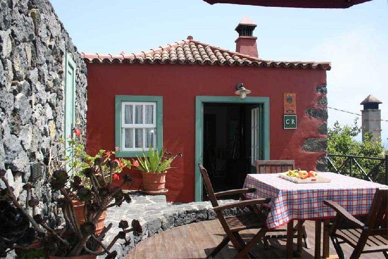 casa caldera breakfast outside