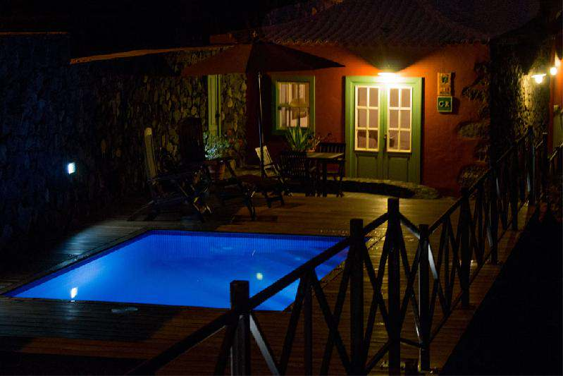 casa caldera with pool by night