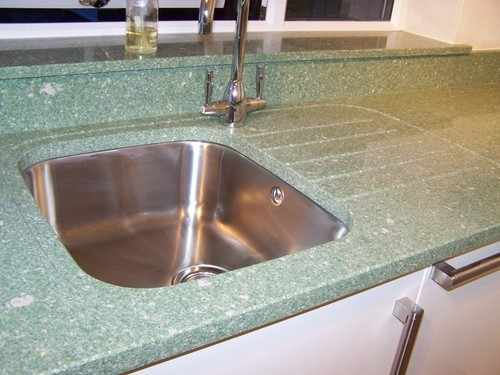 Undermounted sink, silestone tops with recessed drainer and grooves