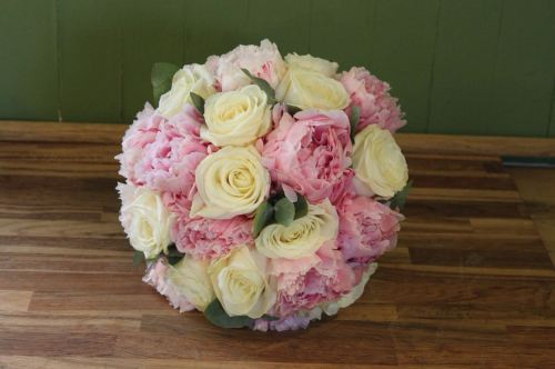 Rose and peony brides bouquet