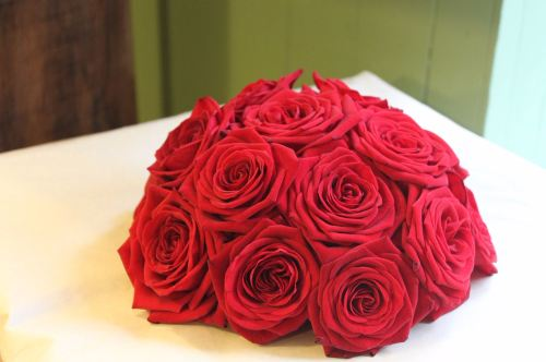 red naomi brides bouquet