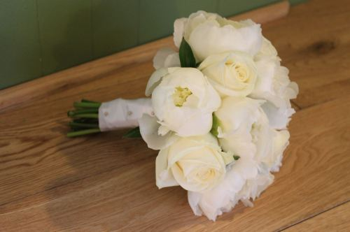 ivory rose and peony brides bouquet