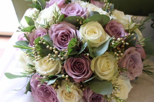 ivory and dusky pink rose brides bouquet
