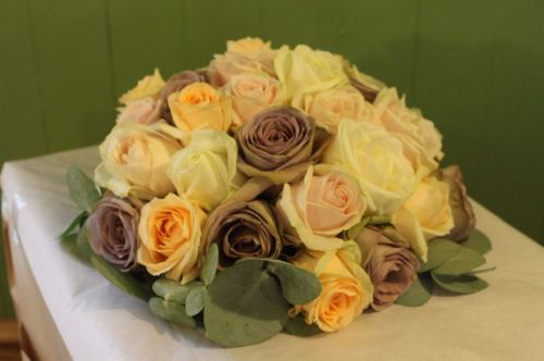 antique rose brides bouquet