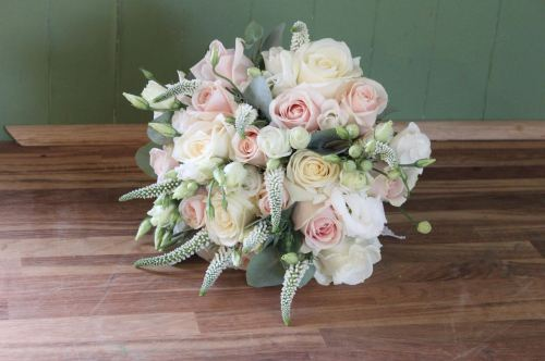 rose and veronica brides bouquet
