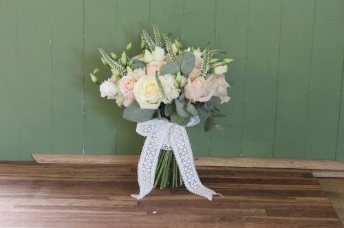 rose and veronica brides bouquet