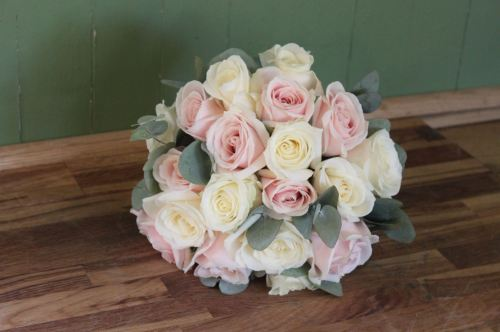ivory and sweet avalanche rose brides bouquet