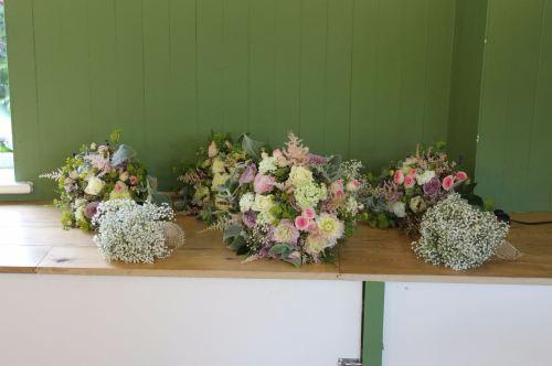 vintage bridesmaids bouquets