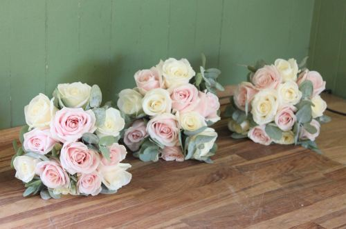 pink and ivory bridesmaids bouquets