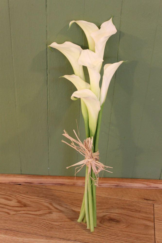 tied calla lily bridesmaids bouquet