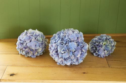 b;ue hydrangea bridesmaids bouquet