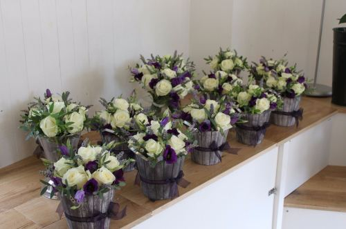 rose and lisianthus table arrangements