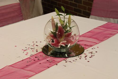 pink lily table arrangement
