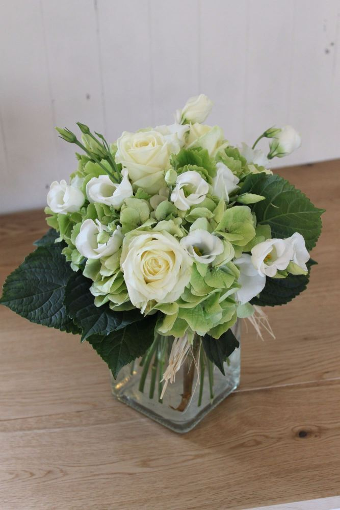hydrangea rose and lisianthus table arrangement