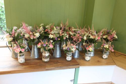 cottage garden table centers