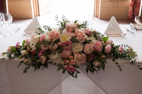 pink and white top table