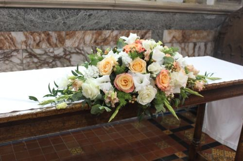 peach and white top table arrangement