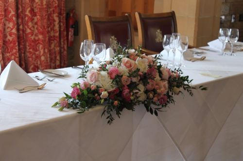 pink and white top table arrangement