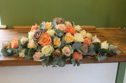 mixed rose top table arrangement