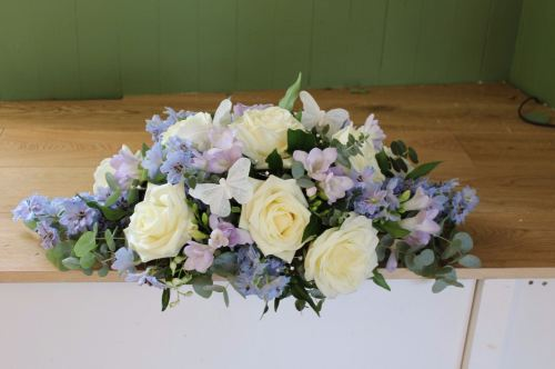 lilac and ivory top table arrangement